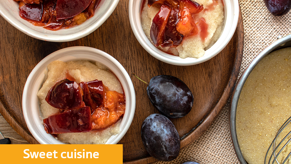 Semolina pudding with plum-cinnamon compote